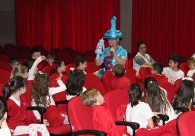 Teatro da Turma dos Buriguinhos leva informações educativas