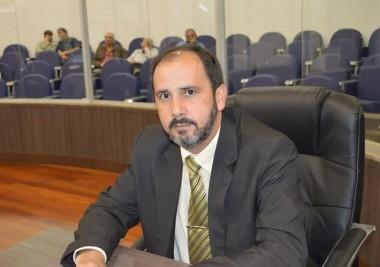 Professor Jordão sugere campanha para doação de livros