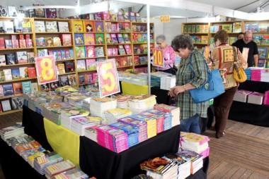 Feira do livro encerra com sucesso de público e vendas