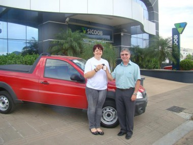 Sicoob Credija entrega carro zero quilômetro para associada