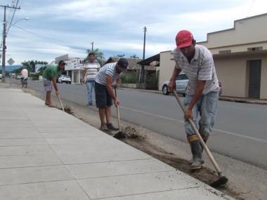 Prefeitura de Jacinto Machado intensifica limpeza das ruas