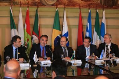 Raimundo Colombo participa de encontro de governadores