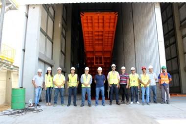 Comitiva da SCPar realiza visita técnica aos armazéns