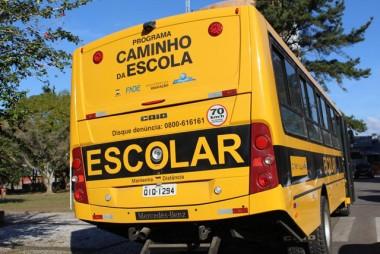 """Secretaria de Educação recebe ônibus do """"Caminho na Escola"""""""