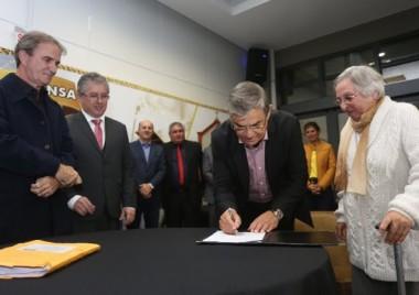 Governador em exercício autoriza reforma da EEB Jorge Schutz