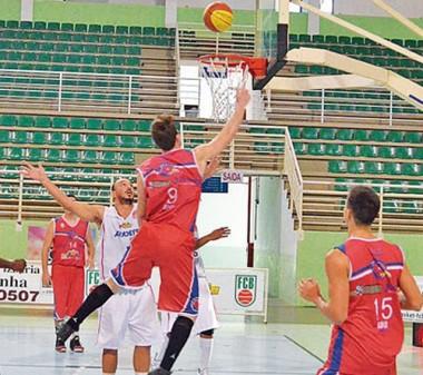 Catarinense de Basketball e semifinal do Futebol terão transmissão da Record News