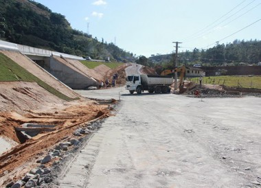 Pistas ganham camadas bases e construção avança no km 339