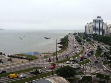 Nova frente fria chegará a Santa Catarina, provocando chuva e queda de temperatura a partir de quarta-feira