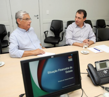 Eduardo Pinho Moreira apresenta situação financeira do Estado ao governador eleito Carlos Moisés