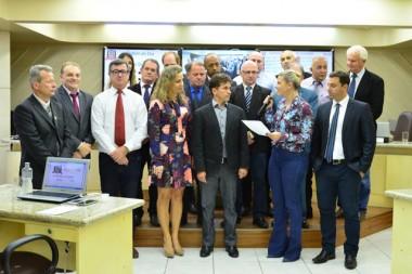 Tabelião é homenageado em sessão em Criciúma
