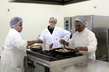 Moradores do Bairro Teresa Cristina participam de curso