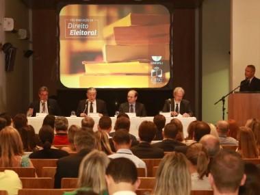 Pós-graduação em Direito Eleitoral é inaugurada com palestra