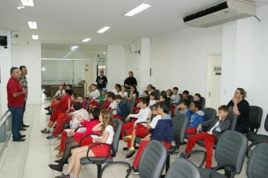 Câmara Municipal de Içara recebe visita de estudantes