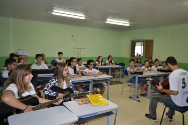 Aulas de violão reúnem cerca de 100 alunos em Cocal