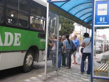 Rony da Silva quer abrigos de passageiros em frente à escolas