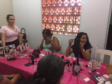 Mulheres do CAPS Siderópolis ganham dia de beleza