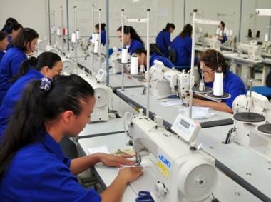 Santa Catarina reage à crise e gera mais de 3 mil empregos