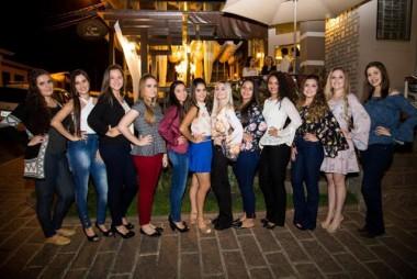 Candidatas se preparam para disputar o título de Rainha da V Cocalfest
