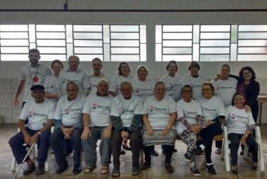 Grupos de Idosos de Cocal do Sul recebem camisetas