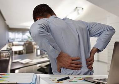 Má postura é a grande causa de dores nas costas
