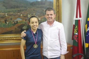 Rogério Frigo recebe atleta Andressa Sobieray