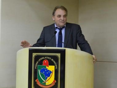 Vereador Julio Colombo indaga atraso na pintura de faixas