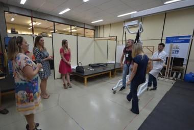 Andador elétrico auxilia na reabilitação de deficientes