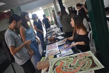 Feira de obras traz diferentes linguagens artísticas à Unesc