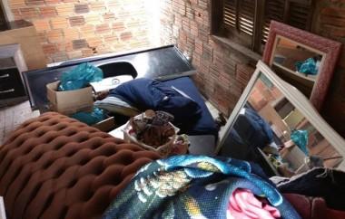 PM de Araranguá prende mulher por furto em residência