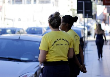 Agentes de trânsito educam sobre o Criciúma Rotativo