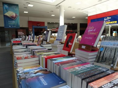 Últimos dias de Feira do Livro no Criciúma Shopping
