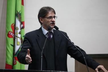 Deputado Saretta é contra o corte de bolsas dos estudantes