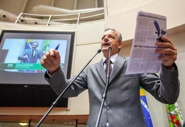 Deputado repudia tentativa de criminalizar movimento