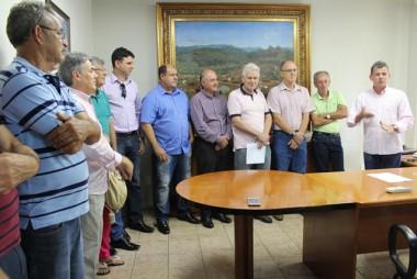 Frigo e Zé Spilere se reúnem com o quadro funcional da Prefeitura de Nova Veneza
