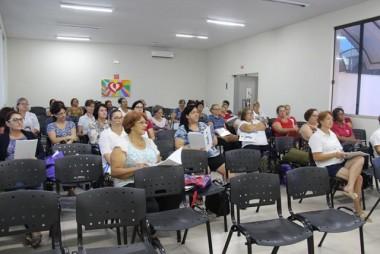 Profissionais dos Clubes de Mães participam de formação
