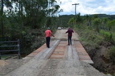 Secretaria de Obras constrói nova ponte no bairro Vila São Jorge
