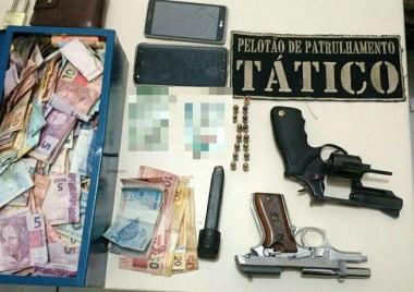 Polícia Militar prende três pessoas e apreende armas