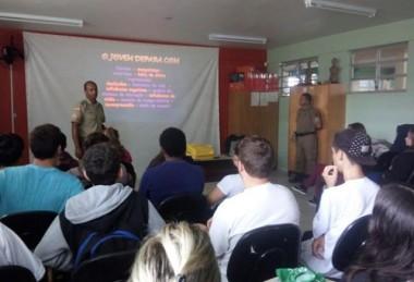 Sargento Oliveira ministra palestra em escola de Arroio do Silva