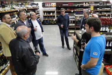 Bistek promove degustação de vinhos às cegas