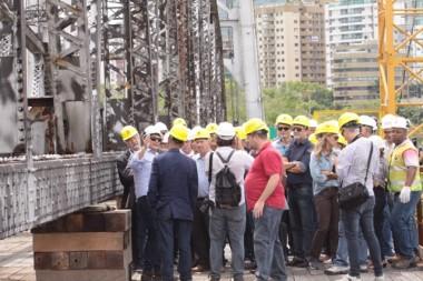 Engenheiros conhecem trabalho de restauração da Ponte Hercílio Luz