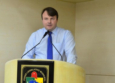 Potelecki pede informações da bolsas de estudo para os atletas