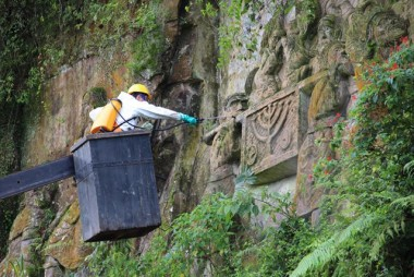Restauração é realizada nas Esculturas do Paredão