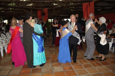 Reis e rainhas abrilhantam mais um Encontrão dos Grupos de Idosos