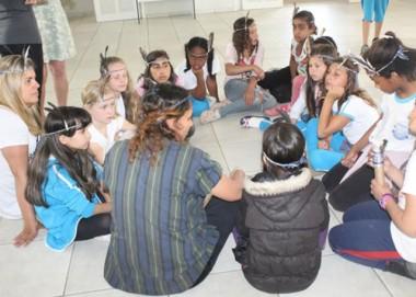 Programa de índio: crianças do Rincão participam de atividades