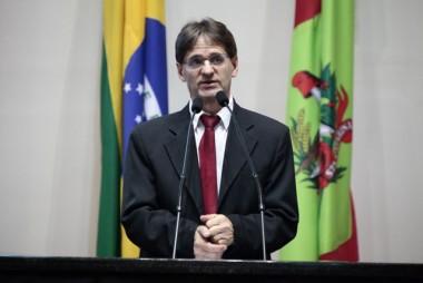 Saretta cobra regularização de contratos do SAMU