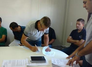 Contratos para adquirir merenda da agricultura familiar são assinados