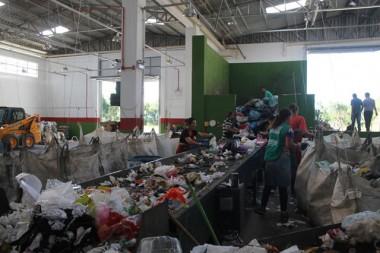 Centro de Triagem recebe 6 toneladas ao dia de resíduos