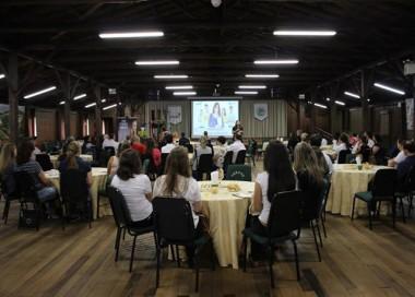 Lançamento do Jovem Aprendiz no Unibave reúne empresários