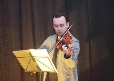 """Violão e Violino darão novo """"Tom"""" aos corredores do HSJosé"""