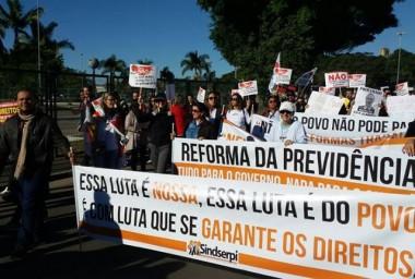 Servidores de Içara e Rincão participam de ato contra reformas